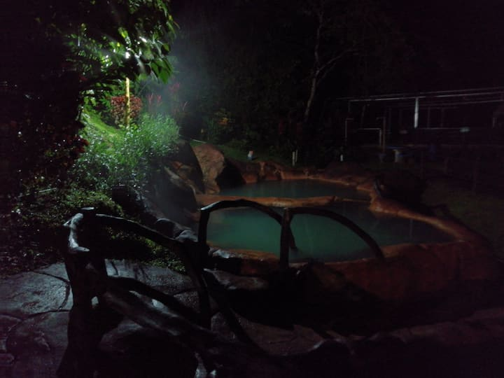 Ven a relajarse y disfrutar de  aguas termales