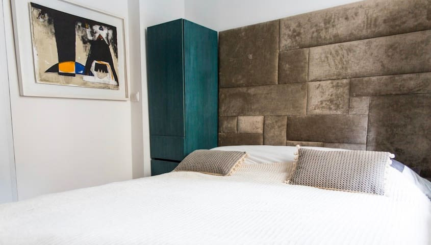 Cosy flat close to the Eiffel Tower
