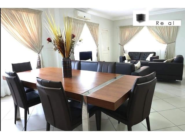 Beautiful and Large 3 bedroom apartment w/POOL