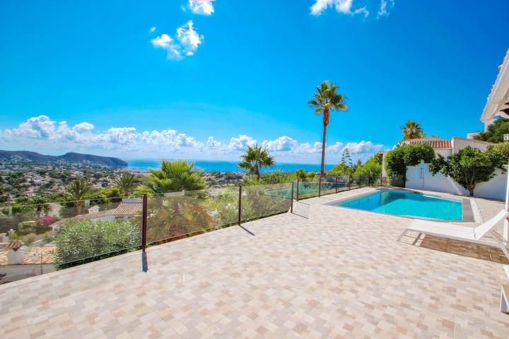 Suerte - sea view villa with private pool in Moraira