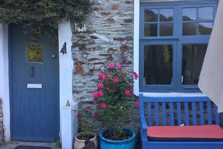 Double Bedroom in Charming Cottage - Calstock  - Dům
