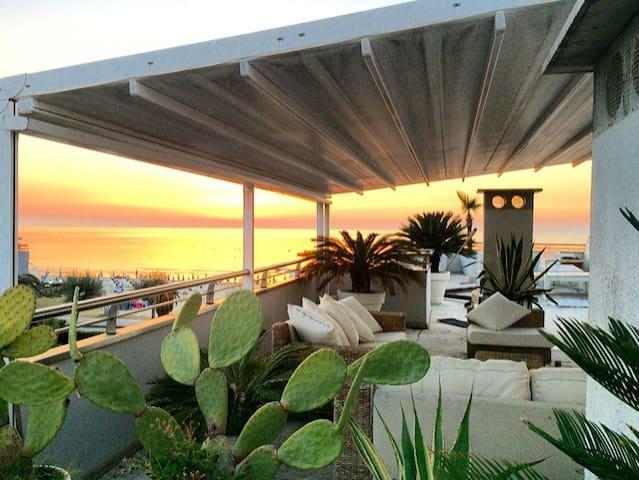 Splendido attico vista mare - Villa Rosa - Byt