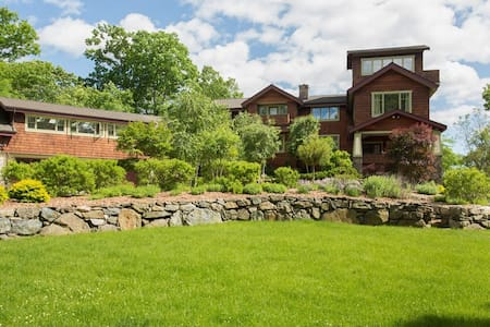 Country Green Acres in Yorktown Heights