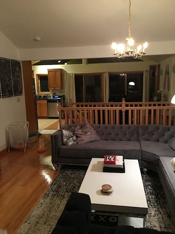 Brighton Chalet!Quaint home located in BC backyard - Boston - Dům