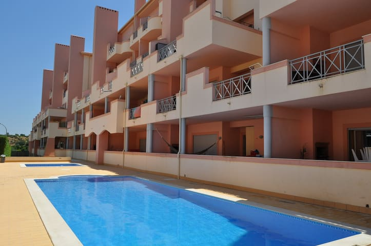 Sol Nascente, great apartment with pool and close to Oura beach