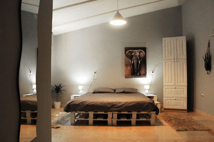 Cozy studio apartment for two near the beach