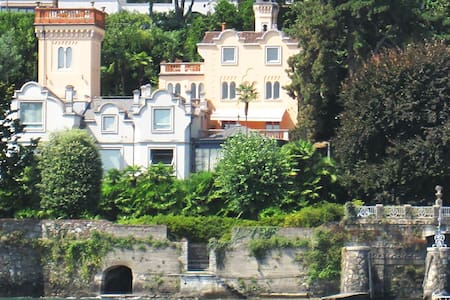 Bilocale sul lago in villa/castello - Belgirate