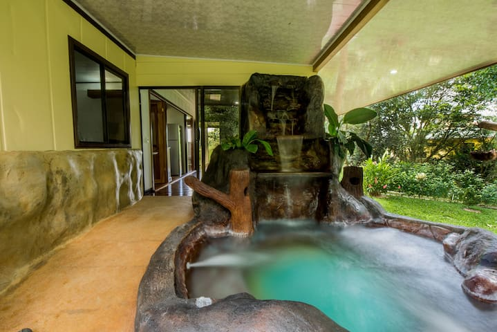 Arenal Luxury Paradise - Couples & Friends Getaway