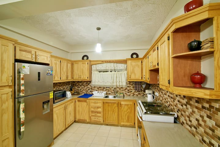 Well equipped Kitchen with modern utensils