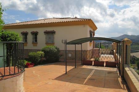 Vakantie in de bergen van de Costa del Sol - Periana