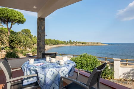 Apartment in front of the sea