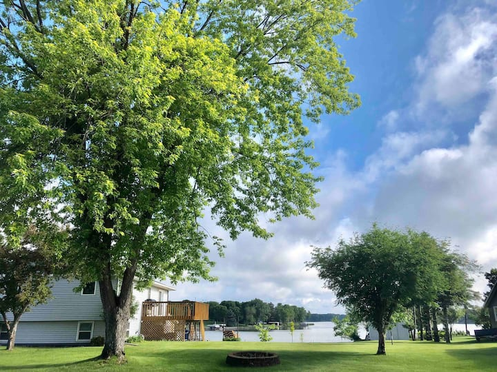 Perfect Lake View Home In Great Neighborhood