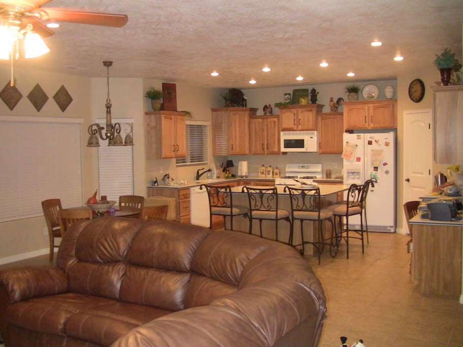 FAmily Room - Kitchen