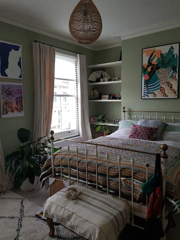 King bedroom in sunny townhouse in East London