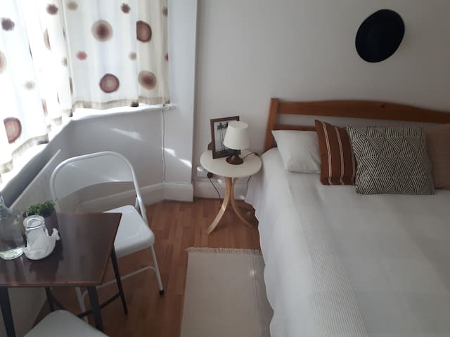 Double room , only 15 min from Central London!!
