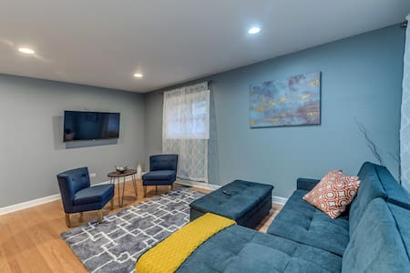 Beautiful,Remodeled 2b/1b apt! Great Lakes Naval!