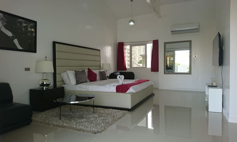 Stylish 160 sqm 2 bedroom Penthouse w. 2 balconies