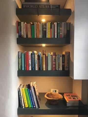Bookshelves with magazines to browse in sitting room