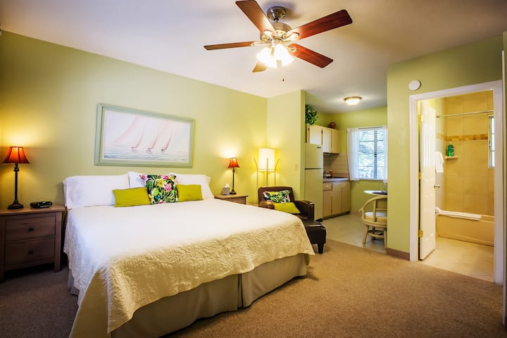 Welcome to your Safety Harbor home away from home.