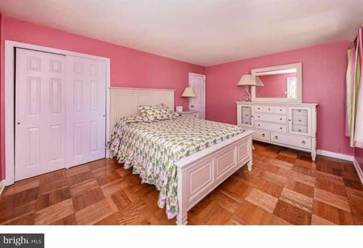 Private bedroom with porch in desirable Ardmore PA