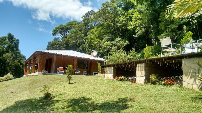 Casa Rústica com piscina em Morro Reuter - Morro Reuter - Hus