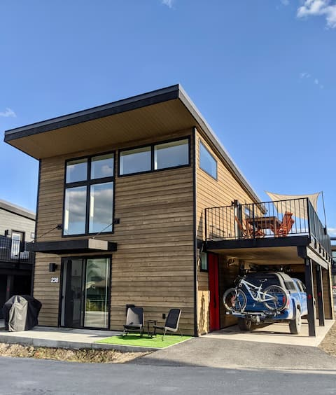 The Rad Pad - Whitefish's coolest Big Tiny-House