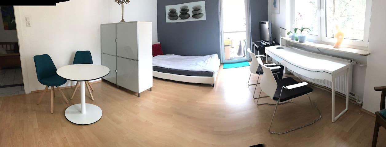 Sunny Balconyroom in mansionarea