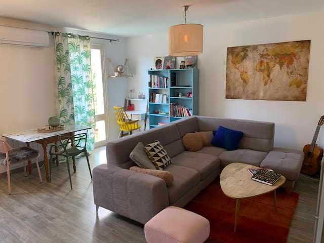 2 bedrooms apt w/parking in the heart of StFlorent