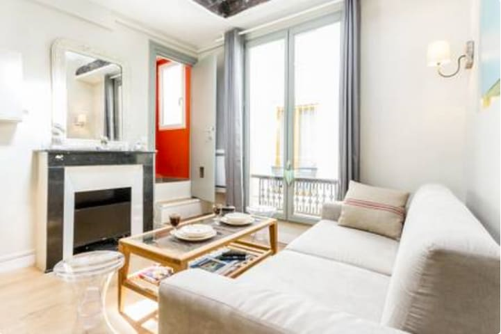 1 br cozy 2 storey apt for up to 4 at Orsay/Eiffel