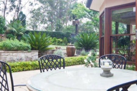Barton, West Suite, breakfast. - Warrawee - Bed & Breakfast