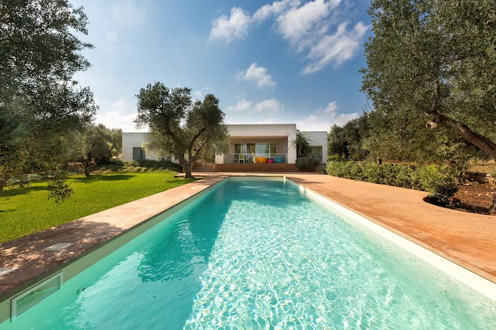 1235 Villa Carlita