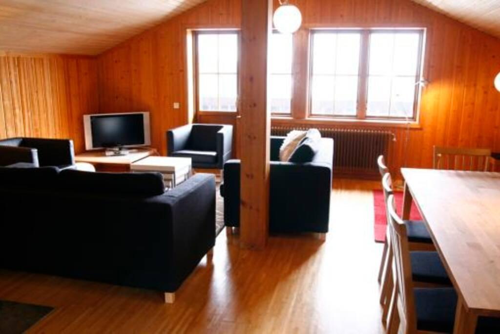 Matplats och v-rum med balkong