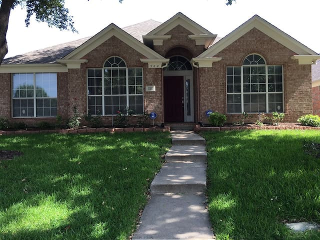 A great room with fully furnished house near DFW