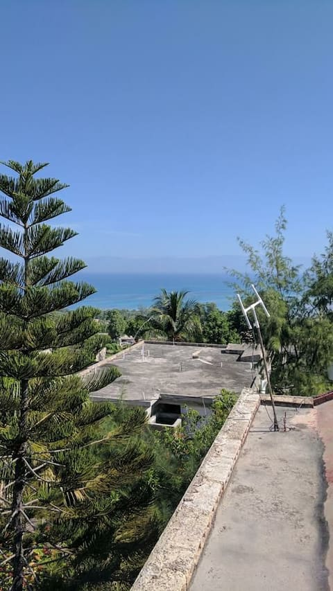 Cheerful 6 Bedroom with 2 vehicles located away from the city with ocean view.