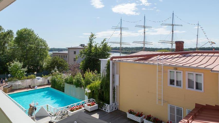 Lugnt hotellboende i västra hamnen, Mariehamn