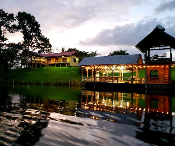 Lake House Santa Teresa