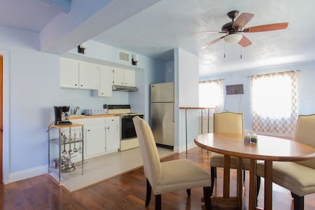 Newly renovated near beach house! - Clearwater