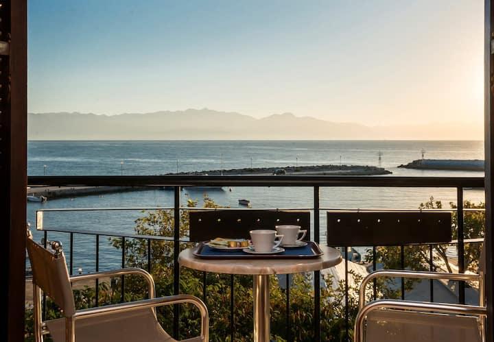 Akroyali Seafront Retreat-Luxury Feel Suite
