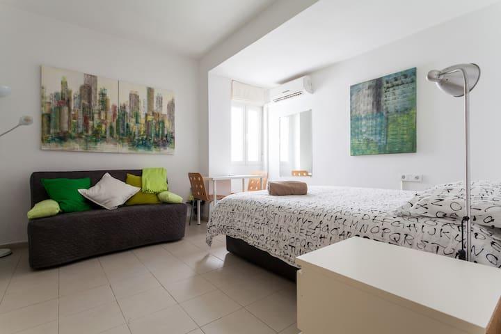 Acogedor apartamento frente a la feria, A/A, wifi - Seville - Leilighet