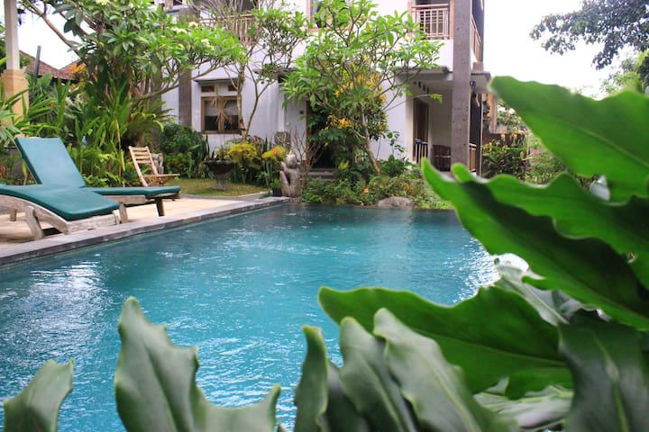 Homestay in The Heart of Ubud with Pool and Garden
