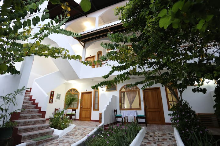 The Galapagos Pearl B&B - Puerto Ayora - Bed & Breakfast