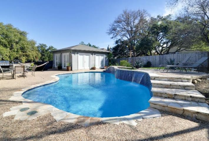 Private Pool & Cabana Near All the Attractions!