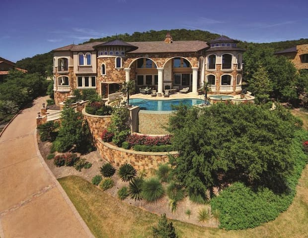 Plateau Resort Overlooking Lake Travis