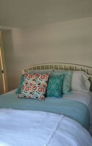 Pocasset Room at By the Brook B&B - Bourne