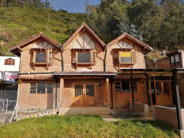 Casa En Quito via Nayon