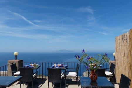 Lighthouse's room + free shuttle check-in - Anacapri