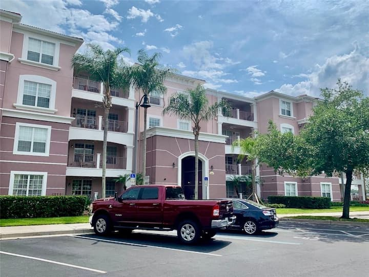 Spacious Orlando 2brm apt near Disney attractions.