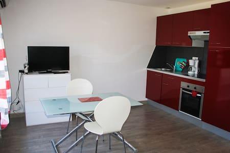 Beau studio indépendant avec balcon à la gaude - Appartamento