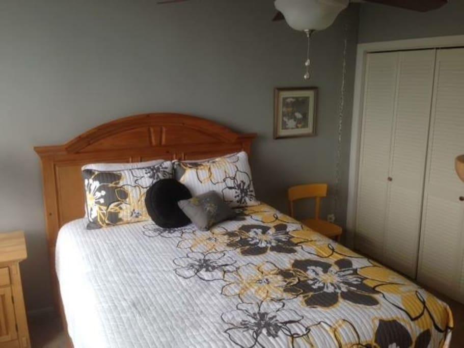 Guest Room 1 - Queen