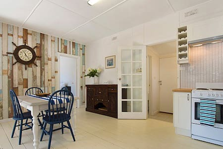 Absolute Beach Front Cottage - Rosebud West - Villa